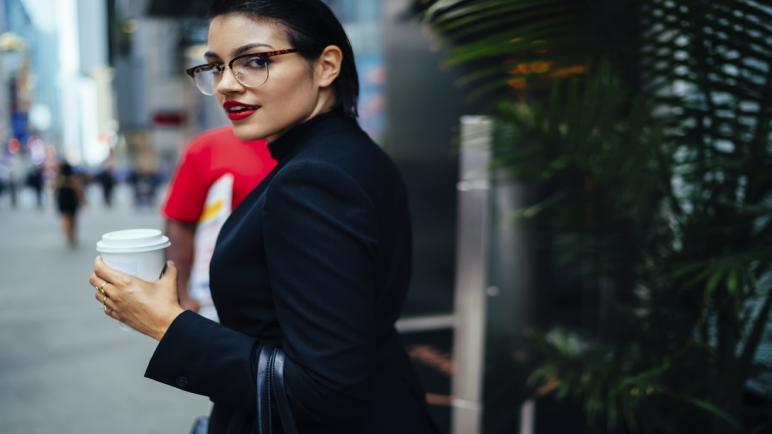 أرقى ماركات إطارات النظارات الطبية للبنات في 2021