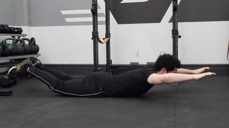 أفضل الأجهزة الرياضية لتمارين تعديل تقوس الظهر