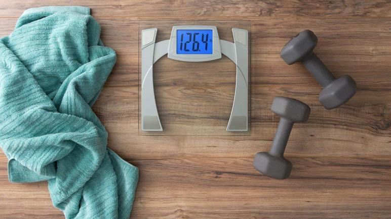 أفضل ميزان إلكتروني لقياس الوزن والدهون لعام 2021