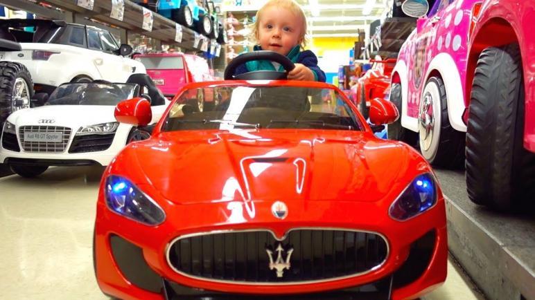 أفضل سيارة ودبابة أطفال بالشحن لعام 2021 وفق عمر طفلك