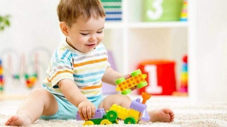 أفضل ألعاب الأطفال لعمر 12 شهر إلى 3 سنوات