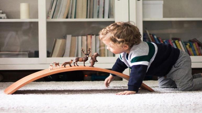 10 ألعاب منتسوري لزيادة ذكاء الأطفال من 6 أشهر لـ6 سنوات