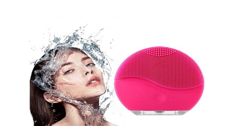 فوريو لونا وUFO.. لماذا نرشحهما أفضل أجهزة تنظيف البشرة؟