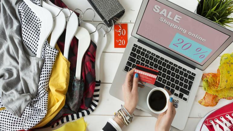 أفضل مواقع تسوق ملابس نسائية بخصومات تصل 50%