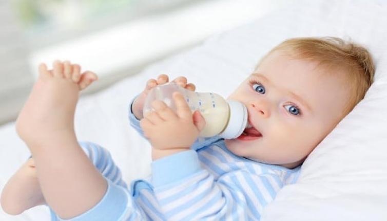 أفضل أنواع رضّاعة بيجون البلاستيك والزجاج وفق عمر طفلكِ