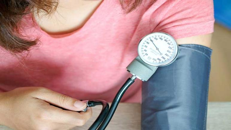 الضغط الطبيعي للمرأة وأفضل الأدوية والأعشاب لعلاجه