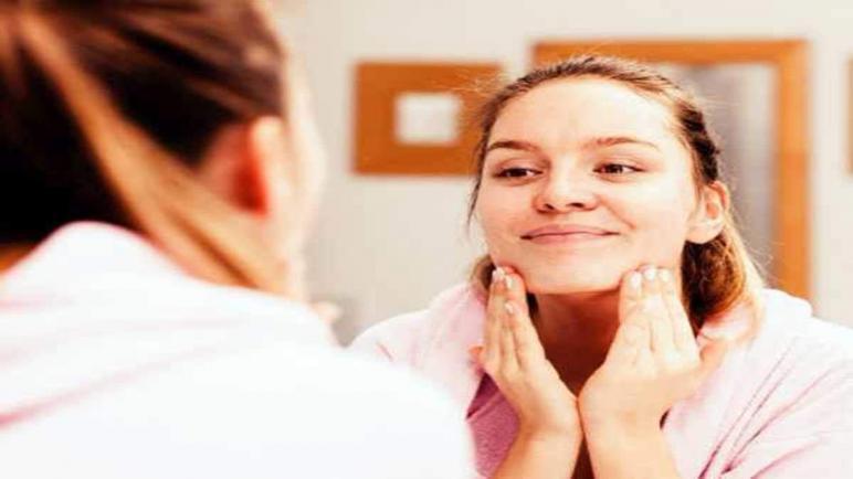 أفضل كريمات تقشير الوجه الدهني في المنزل