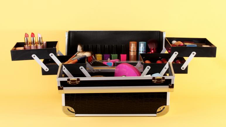 أرقى أنواع منظم المكياج لترتيب أدوات تجميلك وفق احتياجاتك